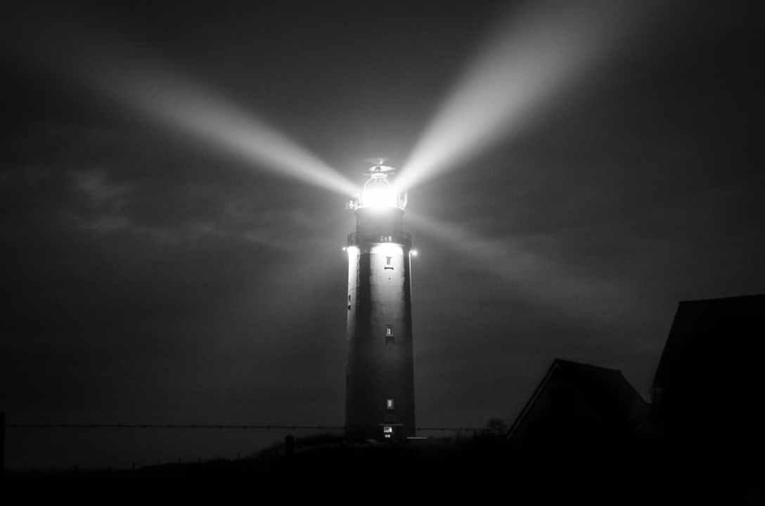 lighthouse-night-sea-coast-745729.jpeg